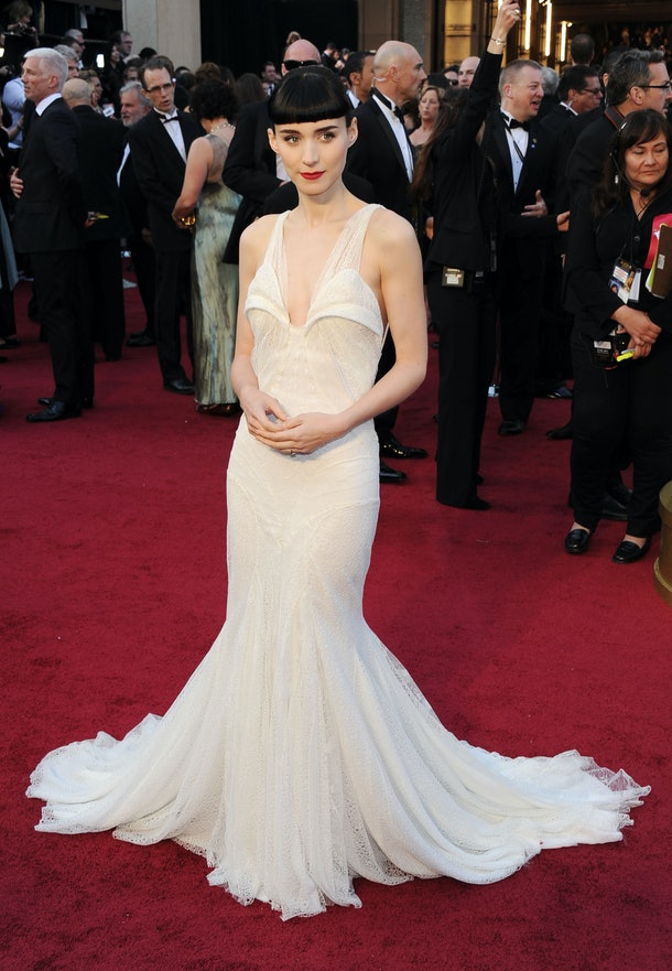HOLLYWOOD, CA - FEBRUARY 26:  Actress Rooney Mara arrives at the 84th Annual Academy Awards held at the Hollywood & Highland Center on February 26, 2012 in Hollywood, California.  (Photo by Michael Buckner/Getty Images)