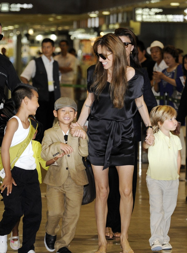 CORRECTING CITY IN IPTC US actress Angelina Jolie (2R), accompanied by her children Maddox (L), Zahara (2L), Pax (3L) and Shiloh (R), arrives at the Narita International Airport on July 26, 2010. Jolie arrived in Japan to promote her latest film, the spy-thriller 'Salt'. AFP PHOTO/Yoshikazu TSUNO (Photo credit should read YOSHIKAZU TSUNO/AFP/Getty Images)