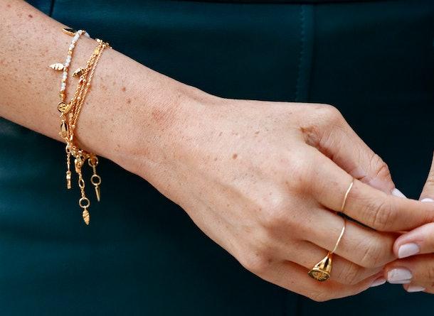 Meghan Markle has kept her fingernails the same color in honor of Queen Elizabeth.