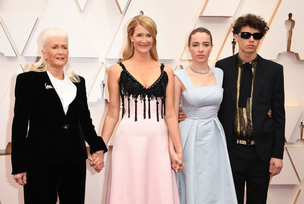 Diane Ladd, Laura Dern, and her two teenage children posed at the 2020 Oscars on Sunday night.