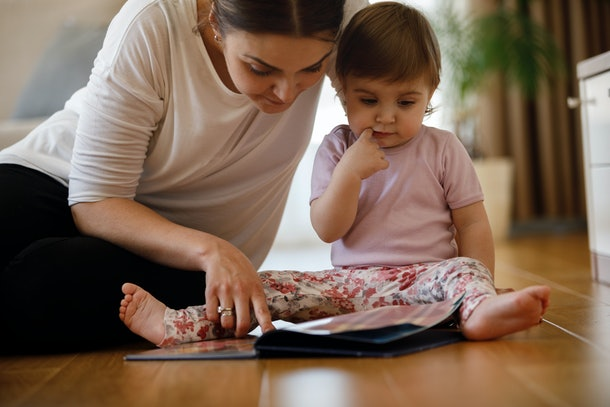 Babies who hear a second language at home are quicker to change focus, according to a new study.