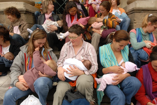 group of mothers breastfeeding