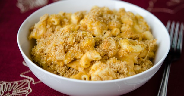 This Pumpkin Mac and Cheese recipe is an easy Instant Pot recipe for Friendsgiving 2019.