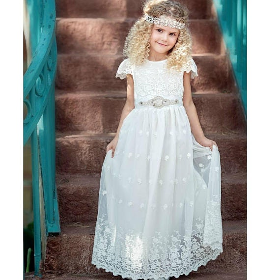16 Boho Flower Girl Dresses So Cute, They\'ll Steal The Show — Well ...