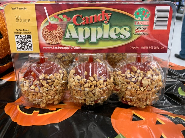 Tastee Candy Apples for Halloween