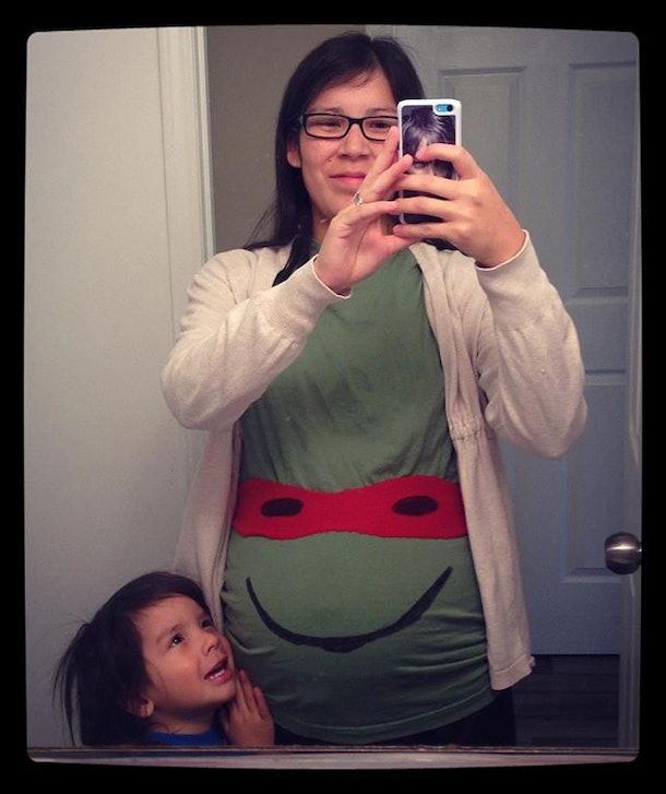 clever diy maternity halloween costume, teenage mutant ninja turtle pregnancy costume