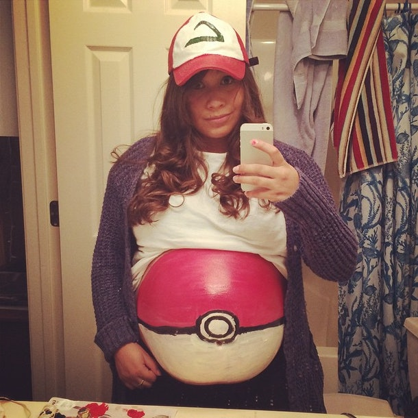 clever halloween maternity costume diy, pregnancy costume, pokemon pokeball halloween costume