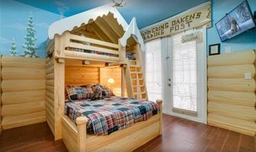 Frozen themed bedrooms and decor fill Florida mansion