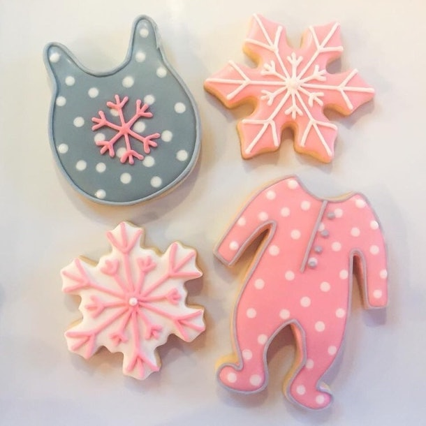 winter baby shower ideas, winter baby shower cookies