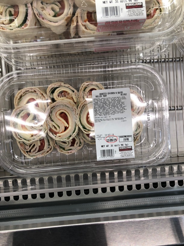 An image of tasty turkey pinwheel sandwiches.