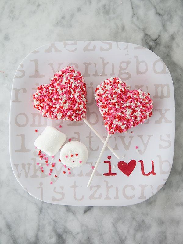 These Rice Krispie Valentine Lollipops are a Pinterest-Worthy Valentine's Day Recipe.