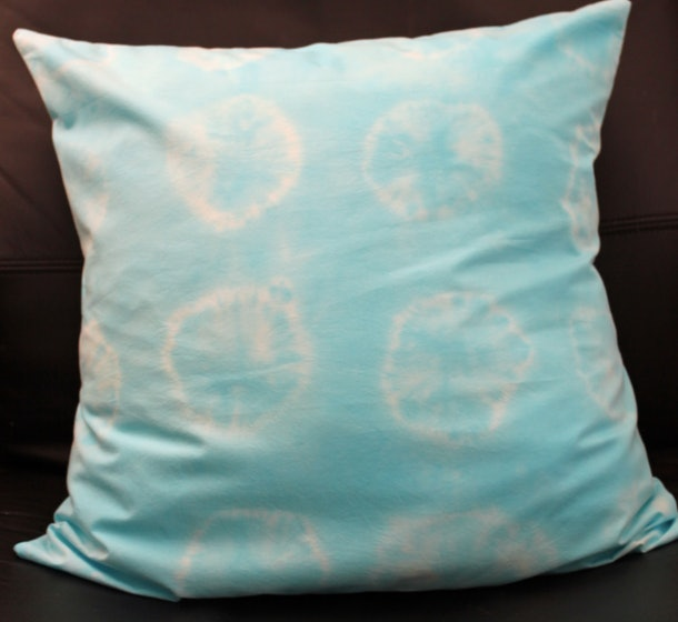 Making a pillowcase is an easy tie-dye craft to do with your kids.