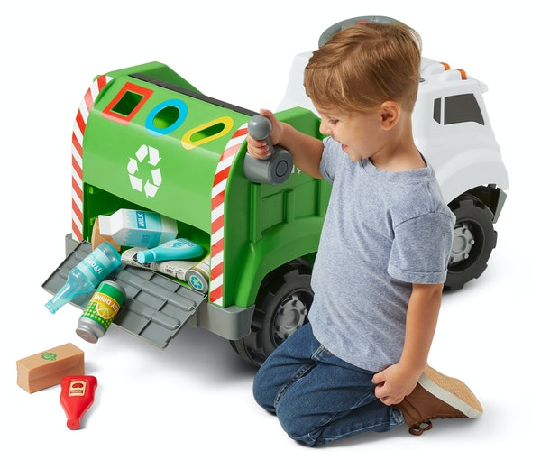 Your truck-loving toddler will can collect and sort pretend recyclables with the Real Rigs Recycling Truck Ride-On Toy.