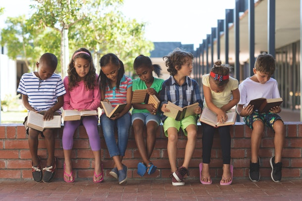 Children who take books with them everywhere are a special group of happiness.
